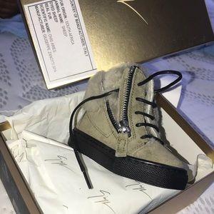 Infant Giuseppe sneaker size 4